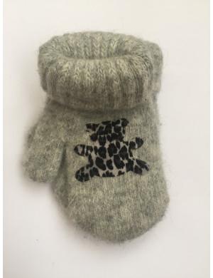 Варежки зимние светло-серого цвета с мишкой